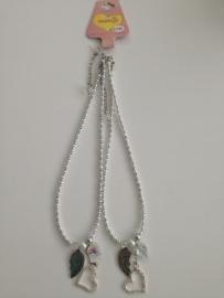 Saartje wit met zilverkleurige BFF kettingen