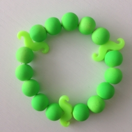 Neon licht groene armband met neon licht groene snorren