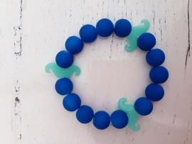 Neon blauwe armband met neon blauwe snorren