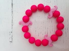 Neon roze armband met licht roze snorren