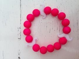 Neon roze armband met witte snorren