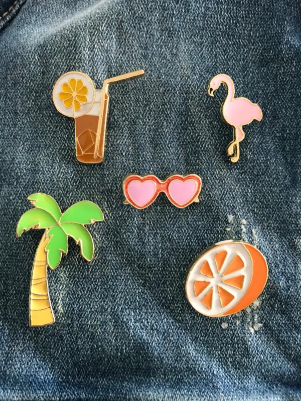 Set van 5 pins glas drinken, flamingo, zonnebril, palmboom en sinaasappel
