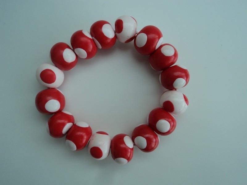 Fimokralen rood met witte stippen en wit met rode stippen