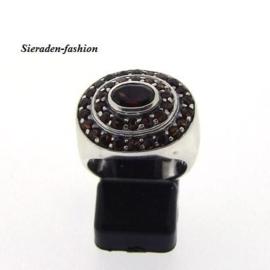 Prachtige Zilveren ring granaat 17 mm