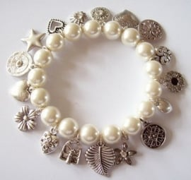 TW07. Trendy armband parelmoer/zilver