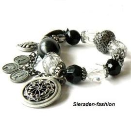 AK3. Trendy zwart/witte kralen armband