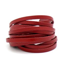 leren band smal 6mm dik ca.2mm ca. 90cm lang - kleur rood (OL-03)