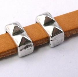 DQ metaal schuifkraal met 2 spikes voor 5/6mm breed leer maat 4x8mm gat 2,5x6mm (B04-022-AS)