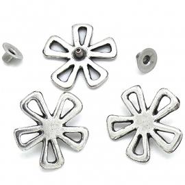 10-0116 concho met pin opengewerkte bloem 23x23mm