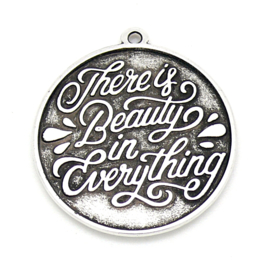 "DQ metaal bedel met tekst ""There is beauty in everything"" maat 29x32 mm (B02-181-AS)"