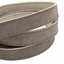platte leerband Buffel volnerf gestikt leer kleur grijs/donker taupe - breed 20mm - lengte 20cm (PL20-005)