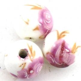 keramiek kraal rond 14mm met bloemmotief kleur wit met roze (BJ003)