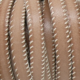 DQ platte leerband 10mm breed v-stiched 20cm lang kleur licht brown