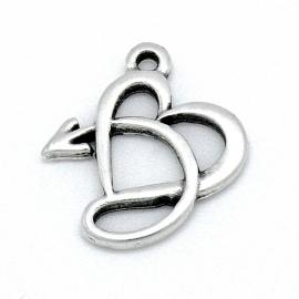 DQ metaal bedel opengewerkt sierlijk hart met pijl 22x27mm (B02-108-AS)