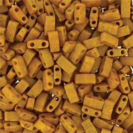 HTL-2312 Miyuki Half Tila 5x2,3mm - 5 gram - kleur Mustard