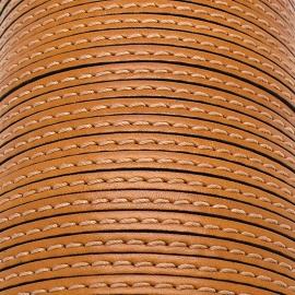 soepele lederen band smal 5mm - dik 2mm - kleur amber gestikt - 20cm (PL05-031)
