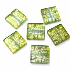 (BJG-007) glaskraal plat vierkant olijfgroen crackle 15mm  - 10 stuks