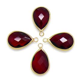 Druppelvorm bedel met facetgeslepen glassteen met gouden rand - maat 5x13x22mm - kleur bordaux rood