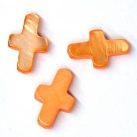 schelp kraal kruisje met schuin gat 8x13mm kleur oranje (M3053)