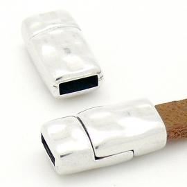 DQ metaal magneetsluiting hamerslag voor 6mm breed leer 17x9mm gat 2x6mm (B07-111-AS)