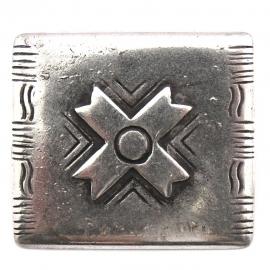 10-0107  concho met pin rechthoek met kruis 30x34mm