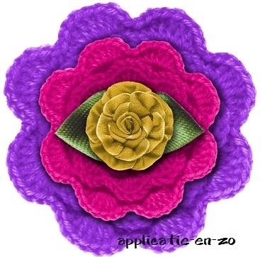 WHAZZ full color strijkbutton paars gehaakt