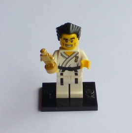 Karate master met beeldje (col02-14)
