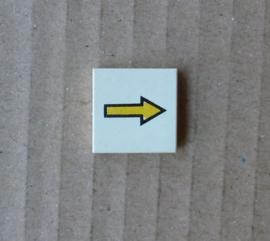 Tegel met gele pijl (3068bp08)