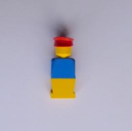 Legoland poppetje blauw/geel met rode pet (old023)