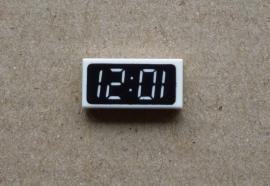 Tegel met digitale klok (3069px5)