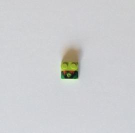 """Lime steentje 2x2 met opdruk """"m"""" en 2 noppen (41855pb06)"""