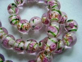 Lampworkkraal roze met roze bloemetje 12mm per 10 stuks