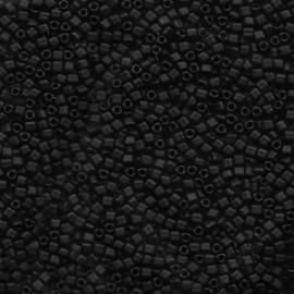 TR10-0401F Miyuki 10/0 Triangle Opaque Matte Black, per 10 gram