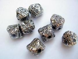 Bewerkte sierlijke vierkante kraal 11 bij 12 mm
