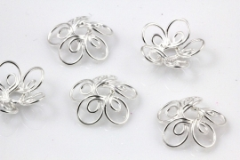 Sierlijke kraalkap draad bloem zilverkleur17mm in diameter, 1mm thick, hole: 4mm per 4 stuks