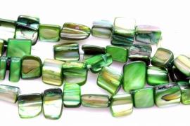 Schelp Kraal ±8mm Baroque Blokje Smaragdgroen, per 40 stuks