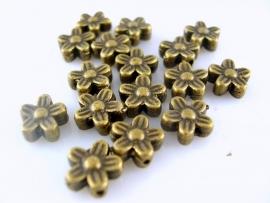 Tibetaans bronzen bloemetjes 8mm per 20 gram ongeveer 17 stuks
