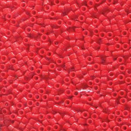 DBS0723 Miyuki Delica 15/0 Opaque Dark Cranberry, per 2 of 5 gram, vanaf