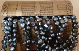 Zoetwaterparel 5-6mm Baroque  Potato/Rice Donkergrijs Peacock, per streng ±65 stuks