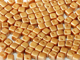 Crisscross Cubes Alabaster Pastel Amber, per 30 stuks