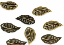 Hanger blaadje antiek bronze 9 bij 18mm per 10 gram ongeveer 80 stuks