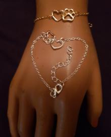 Armbandje fijntjes maar stevig, hartje/pootje, zilverkleur, per stuk