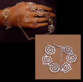 Armband met vierkante en ronde spiralen, zilverkleur, per stuk