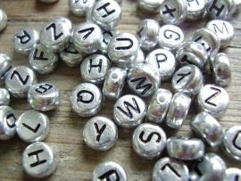 Letterkralen zilverkleurig A t/m Z per 10 gram