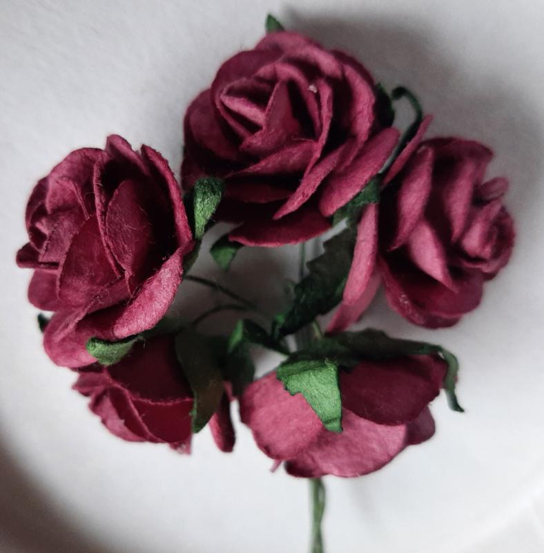 Roos 2,5cm Mulberry papier Bordeauxrood R6-104,  per 5 stuks