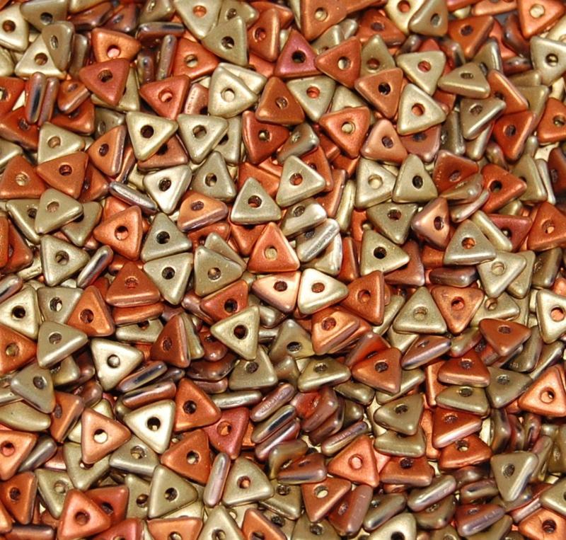 Tri-bead Jet California Gold Rush Matted, per 5 gram (±140 stuks)