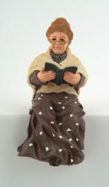 Oma met boek nr 7