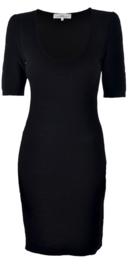 Kathleen Madden zwarte  jurk