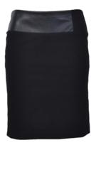 Paola Frani zwarte rok met leder