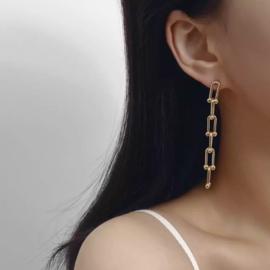 Lange chain oorbellen goudkleurig